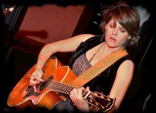 Anne E. DeChant, singer/songwriter. Photo from inthemusicroom.com