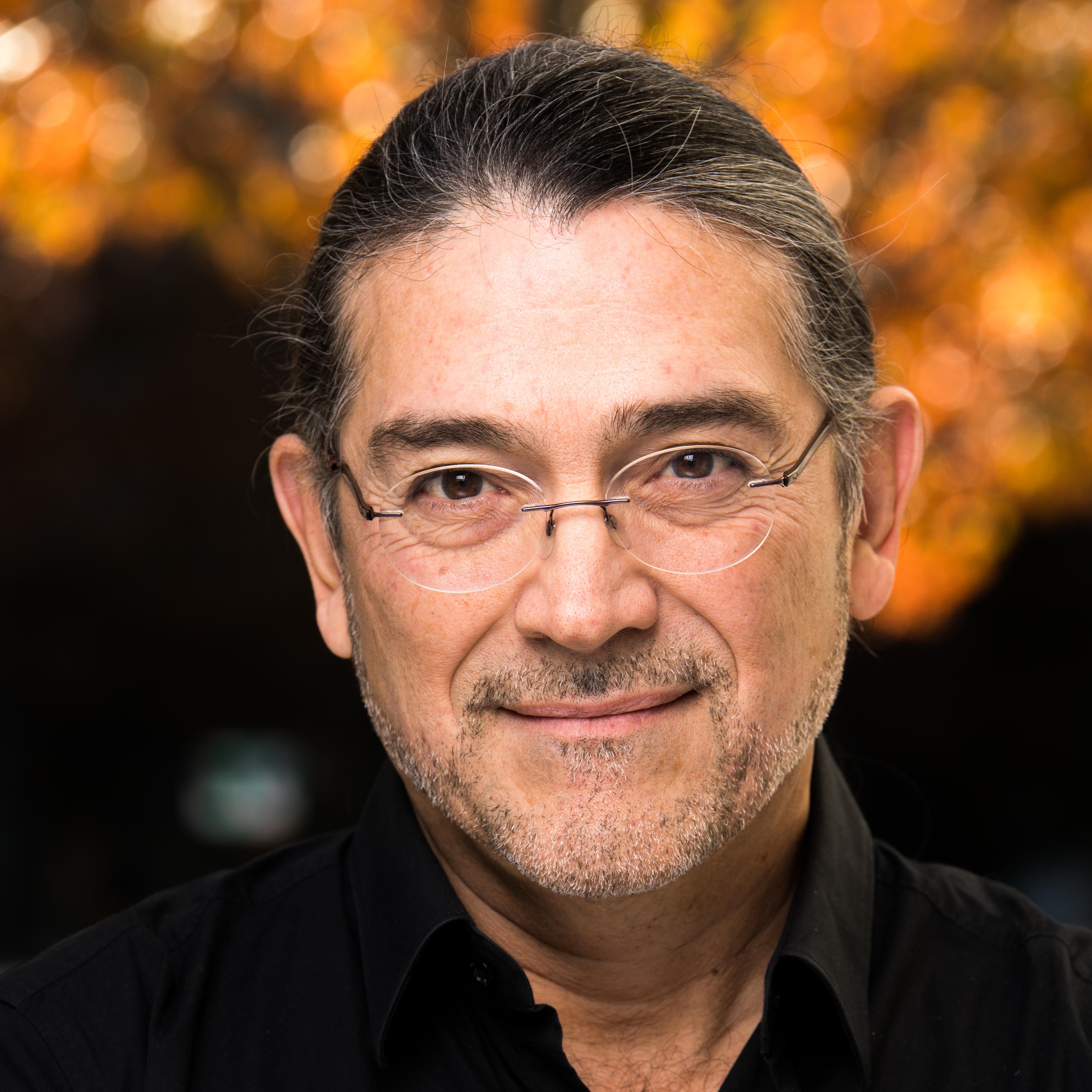 Robert Santos